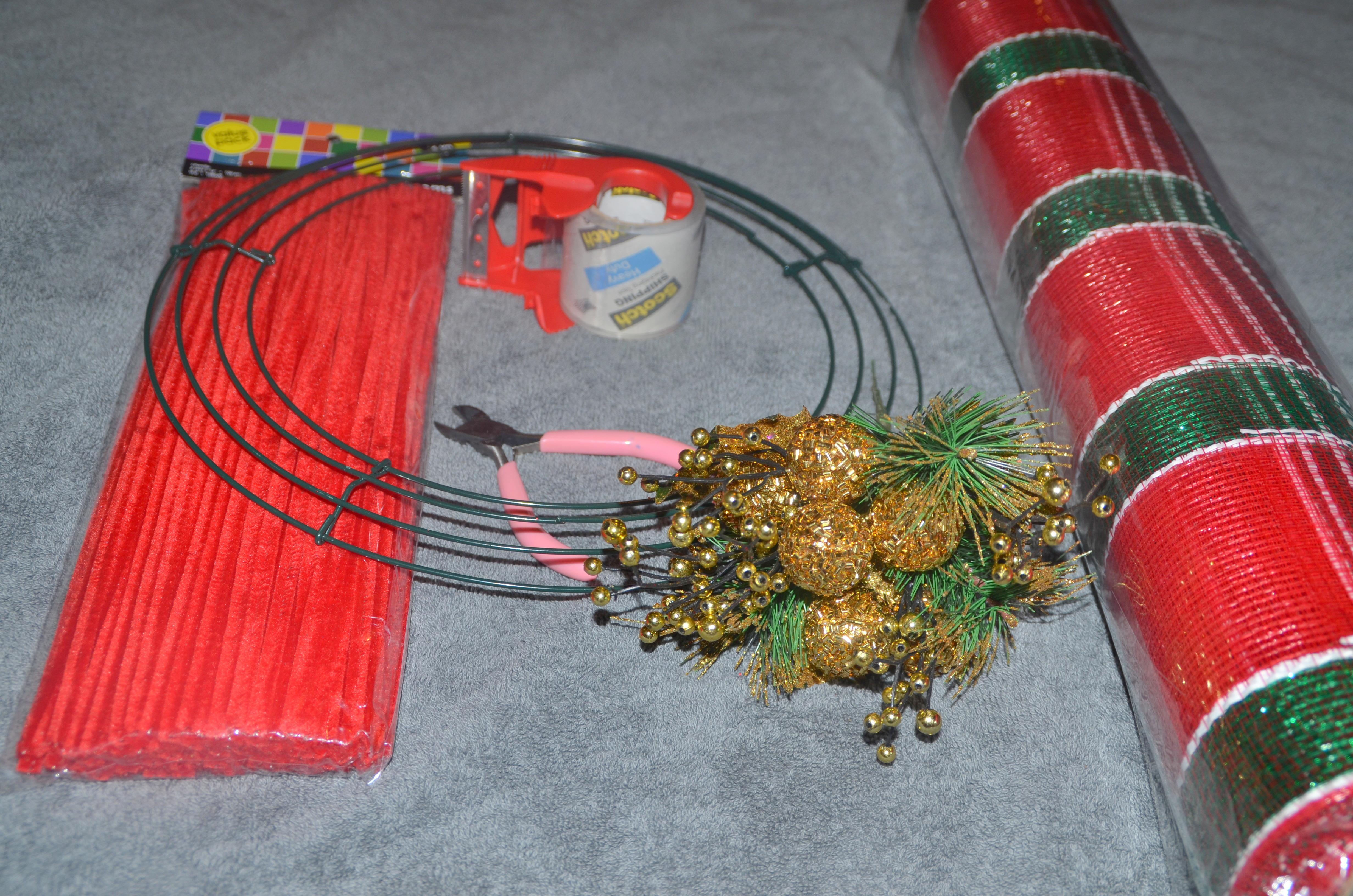 how to make a deco mesh christmas wreath