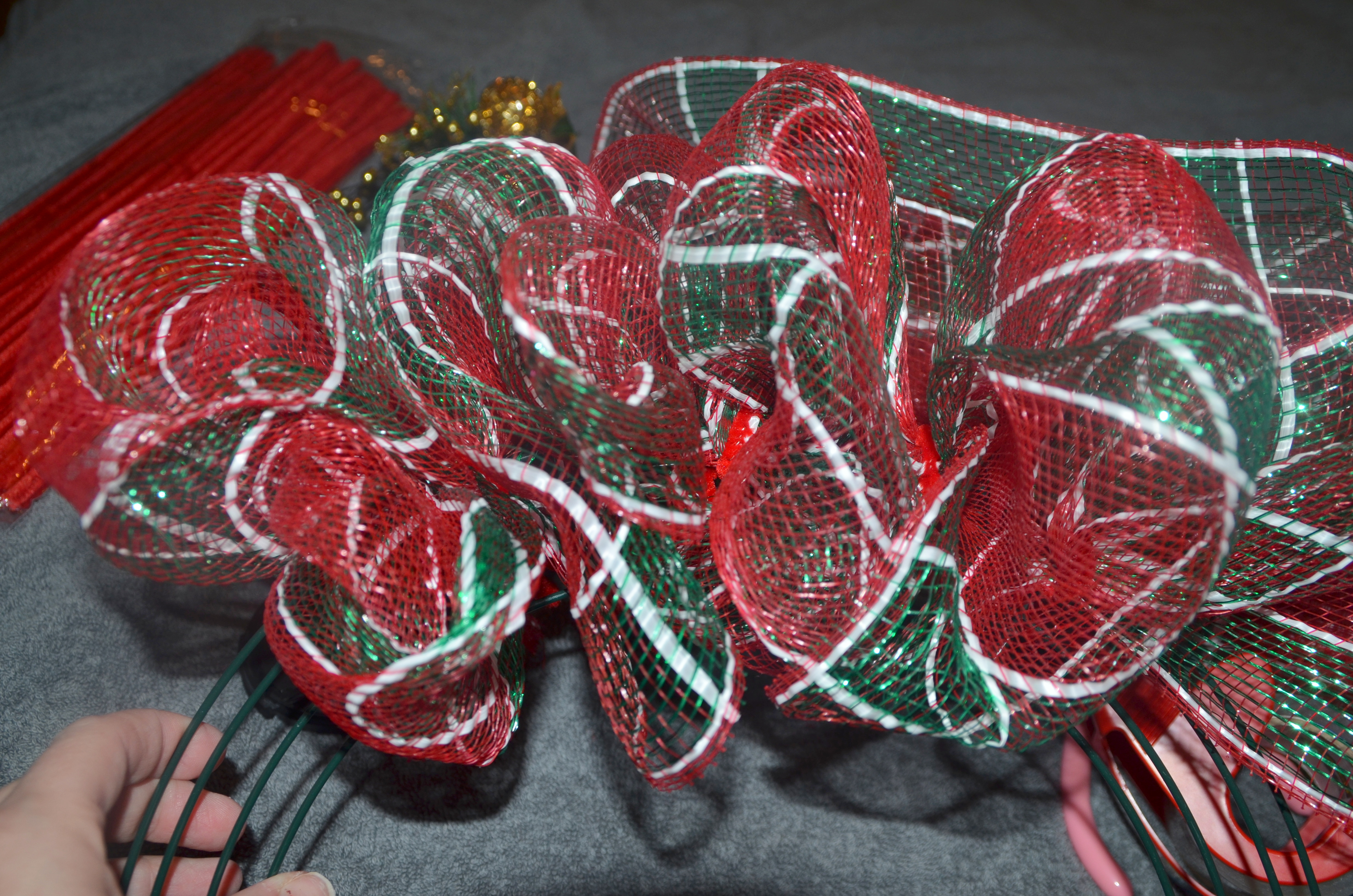 how to make a wreath with 21 inch deco mesh