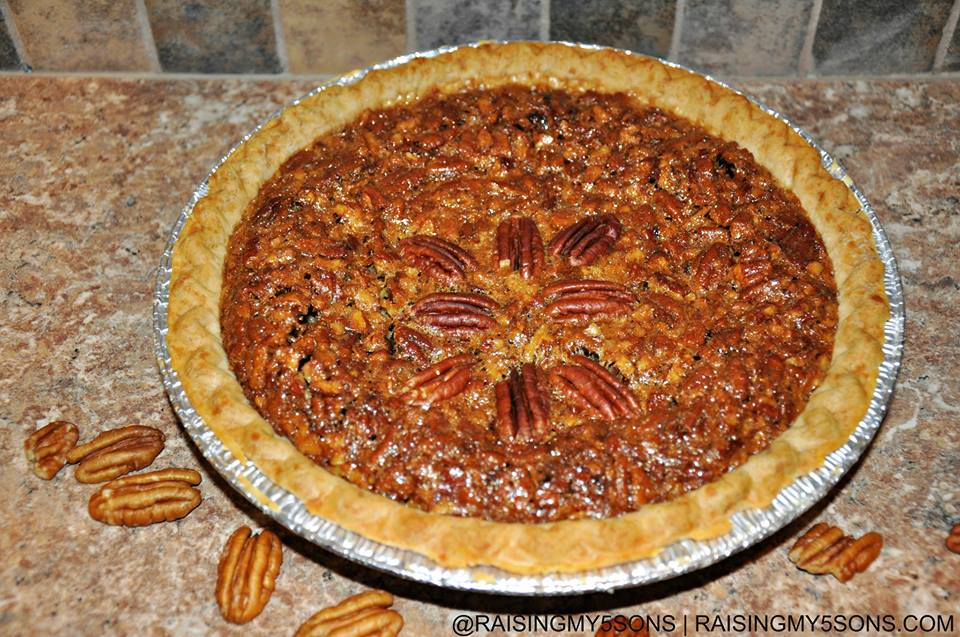 grandmas pecan pie 12 Days of Christmas – Grandma's Pecan Pie #recipe #ChristmasDesserts