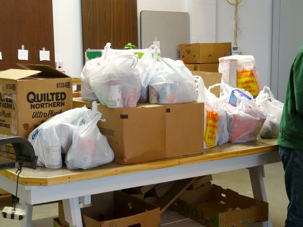 Giving Back to the Community at Hawkeye Harvest Food Bank with the #NorthIowaBloggers