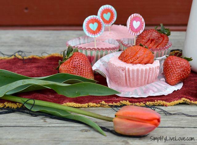 frozen-strawberry-yogurt-cupcakes2