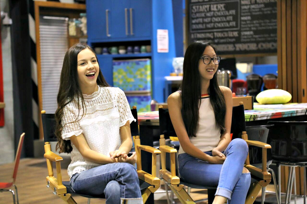 I Sat Down with the Bizaardvark Cast