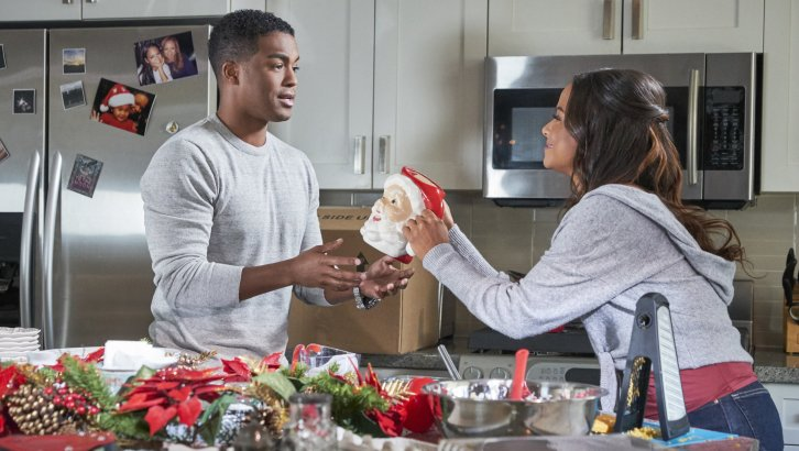 """Hallmark Movies & Mysteries """"Memories of Christmas"""" Premiering this Saturday, Dec. 8th at 9pm/8c! #MiraclesofChristmas"""